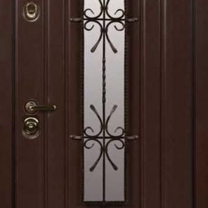 Дверь со стеклом и ковкой DR241
